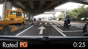 Moped Rider Almost Killed by Truck in Taipei